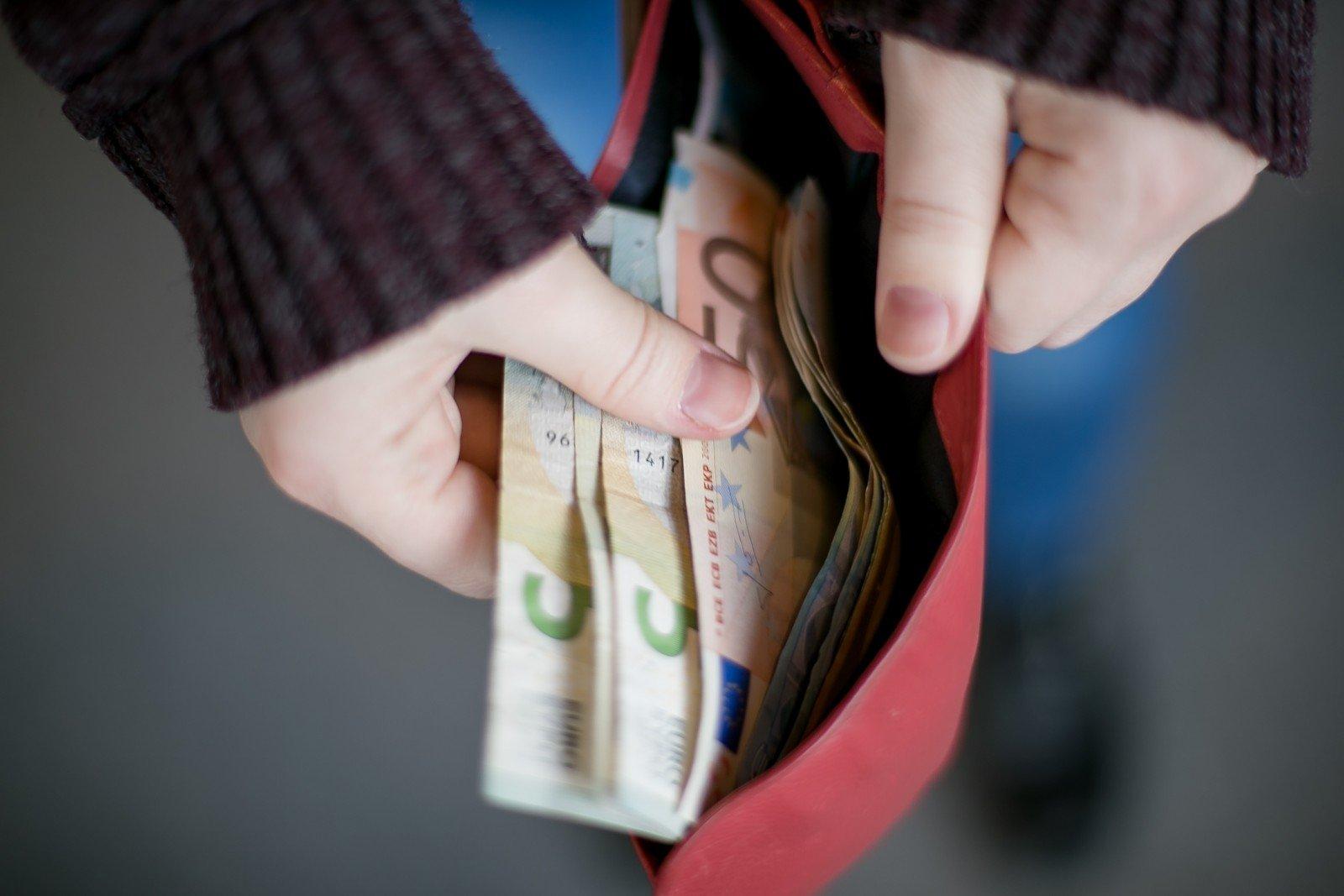 Krizė: vieni praranda, o kiti uždirba milijardus