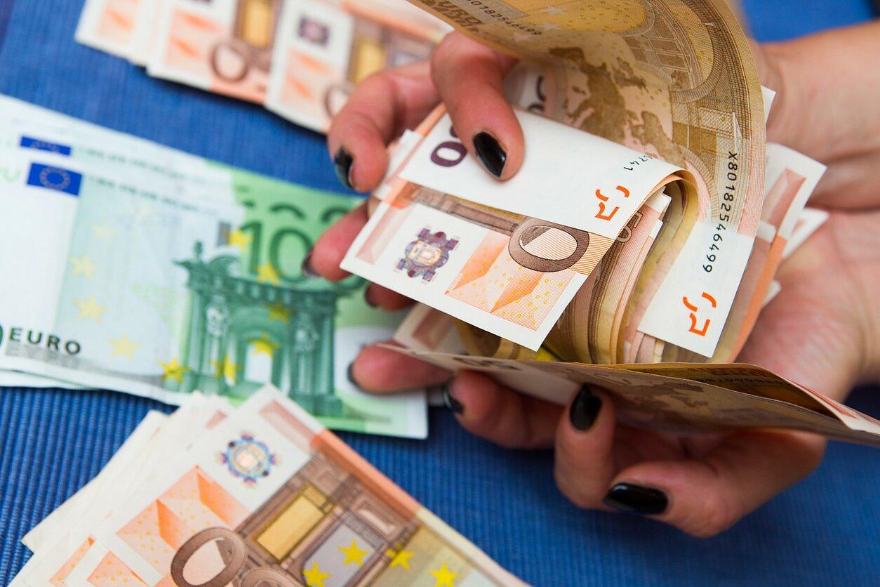 Visa tiesa apie pinigus: kas ir kiek jų gamina, kokia jų tikroji vertė (Video)