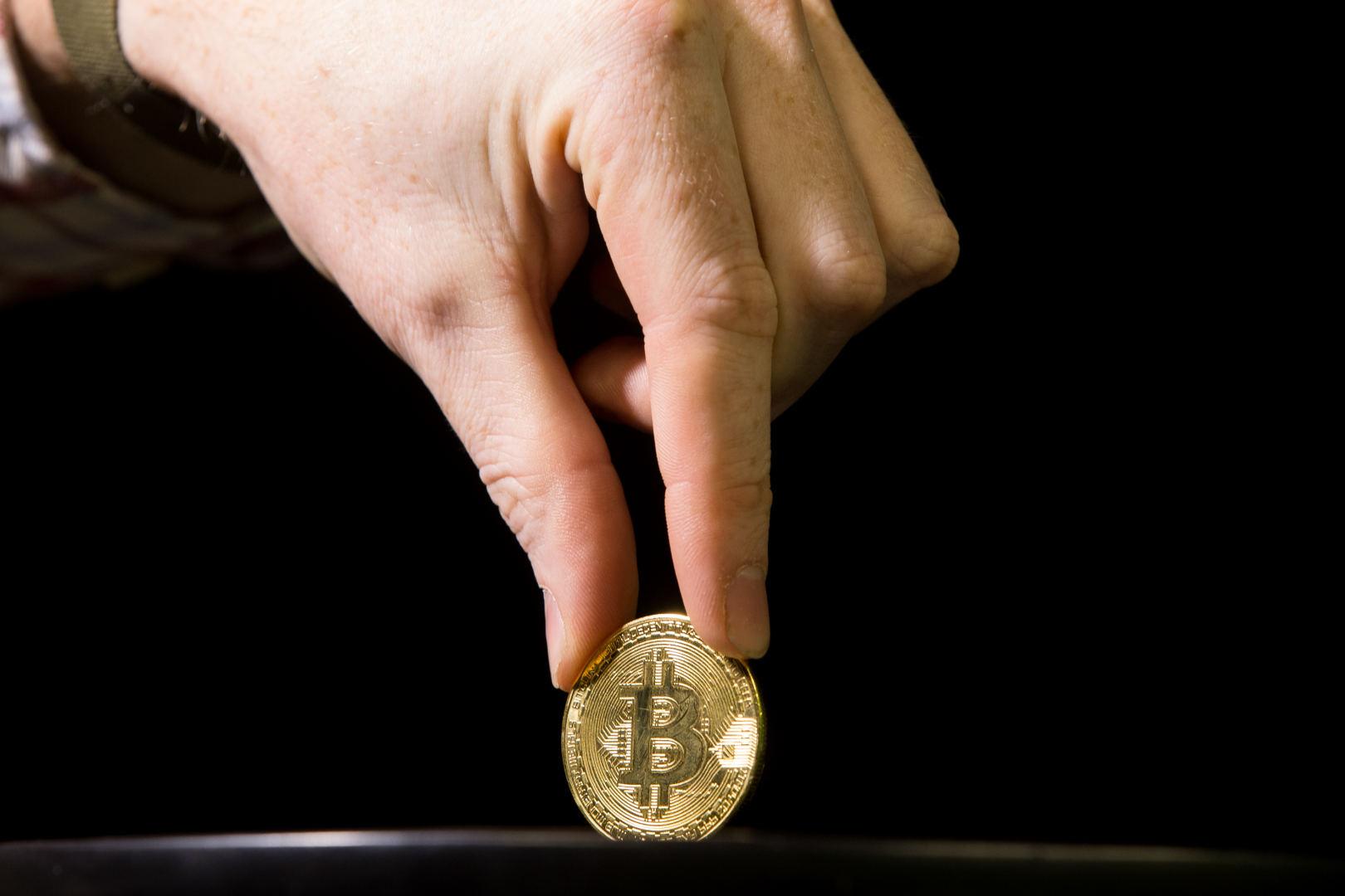 Kriptovaliutos dar tik įsibėgėja: ar į jas investuoti verta labiau nei į auksą?