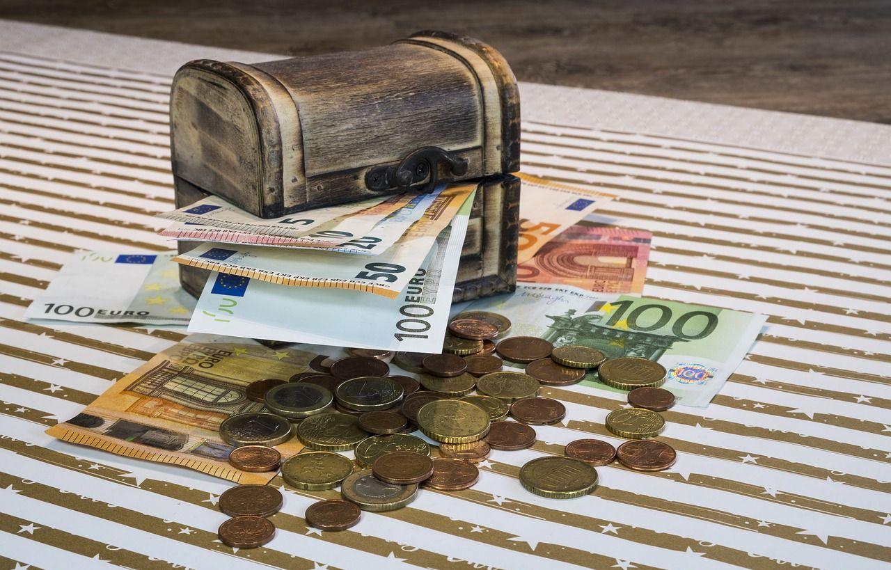 Kaip uždirbti lengvai pinigus sėdi namuose. Lengvi pinigai nieko nedarydami