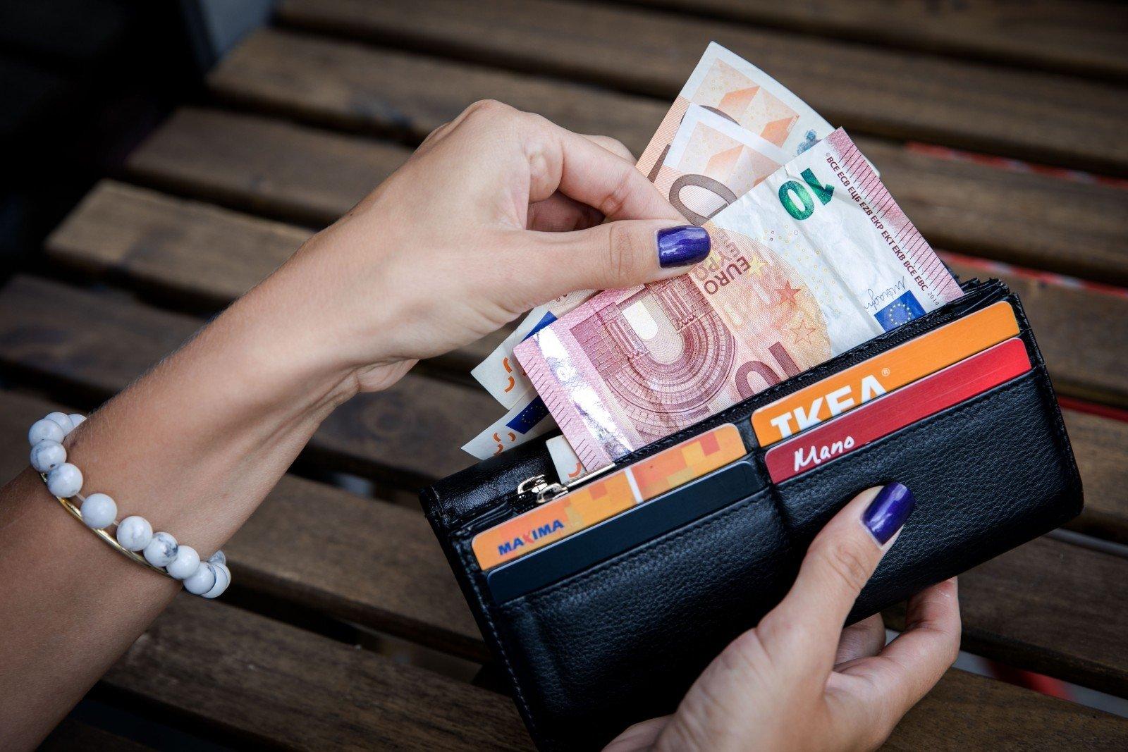 Paprasta būti turtingam: 10 būdų užsidirbti pinigų neišėjus iš namų