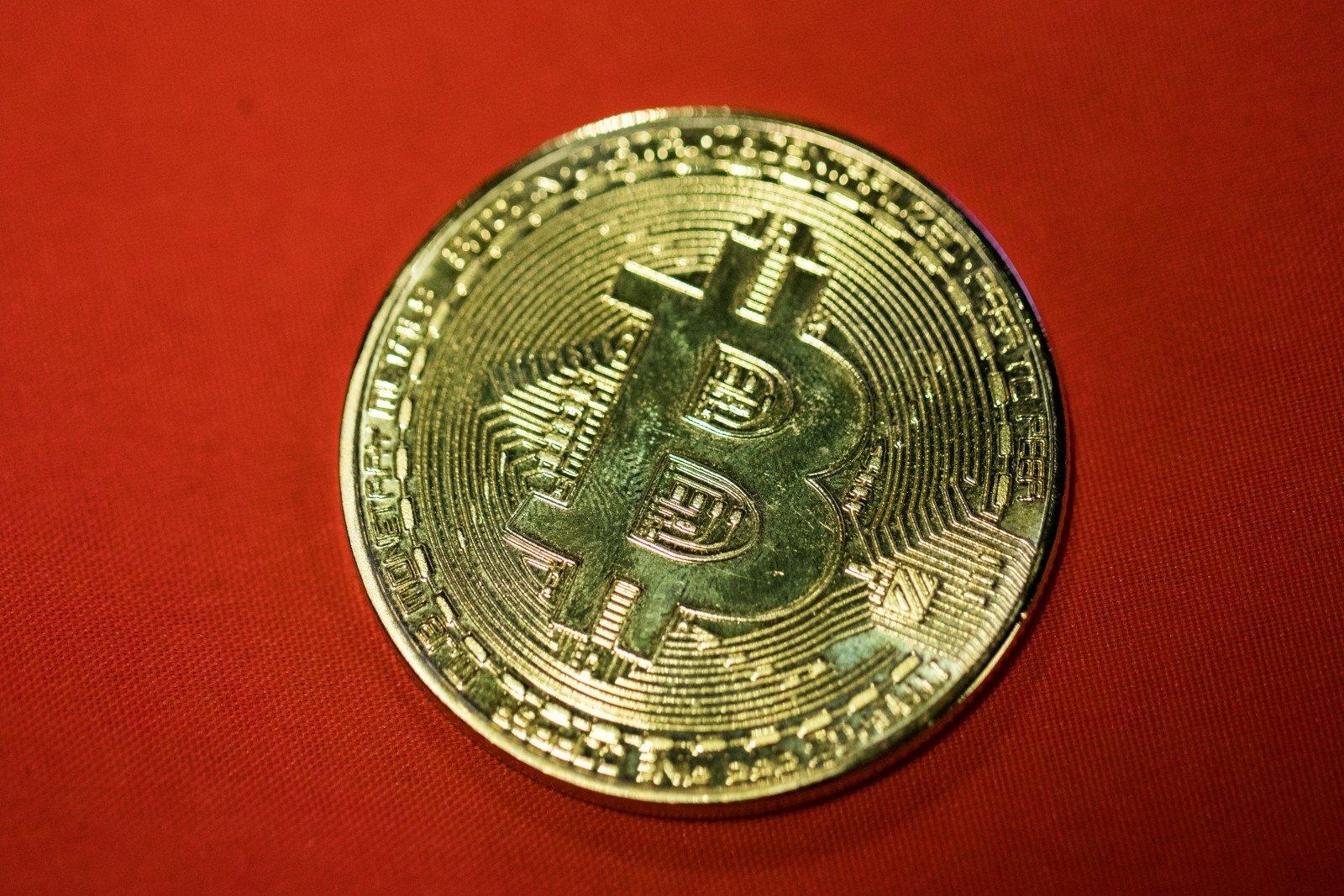 Bitkoinas atidalintas: išsikasti nuo šiol bus sunkiau - Verslo žinios