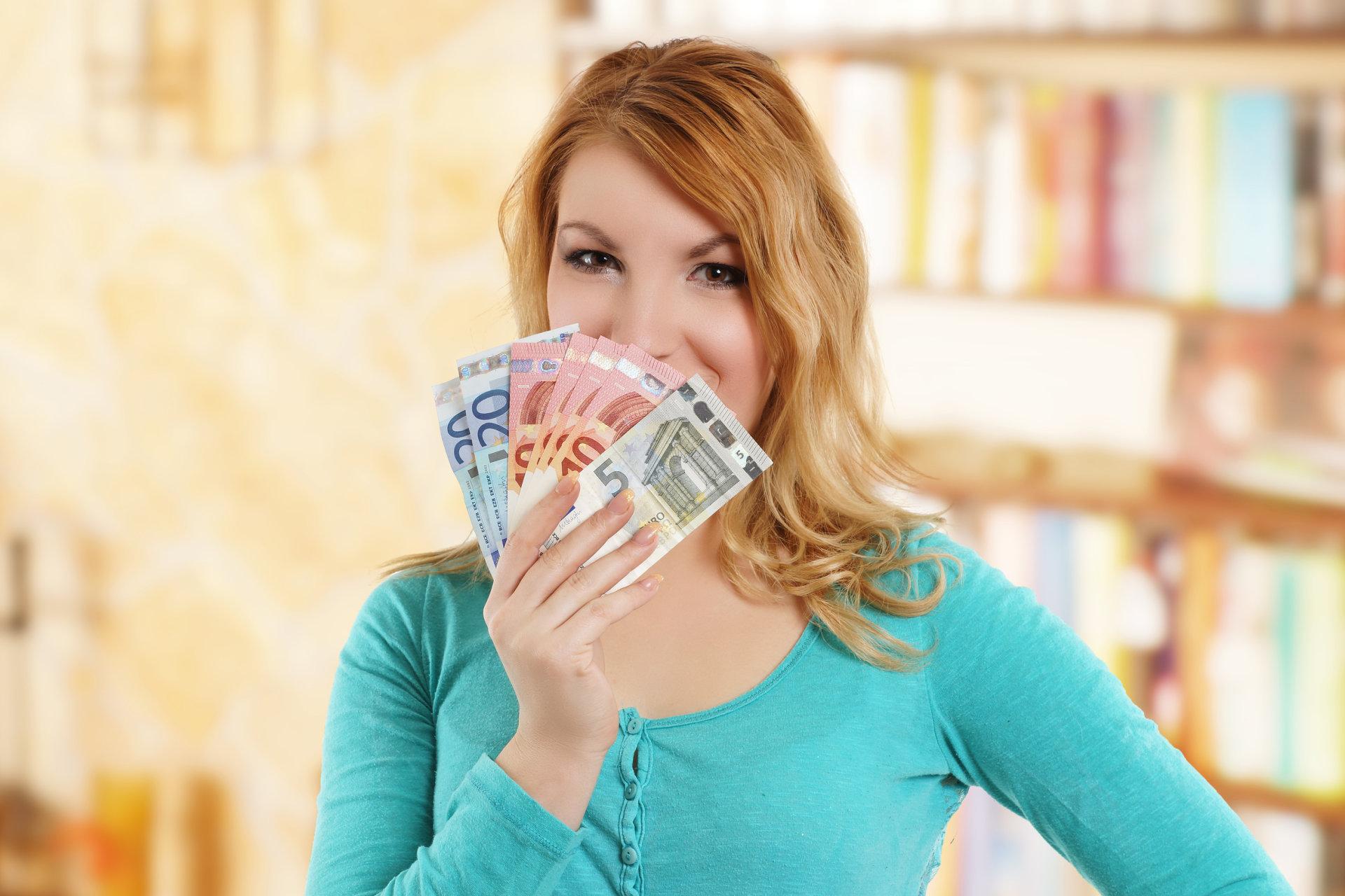 kas uždirba pinigus šeimoje