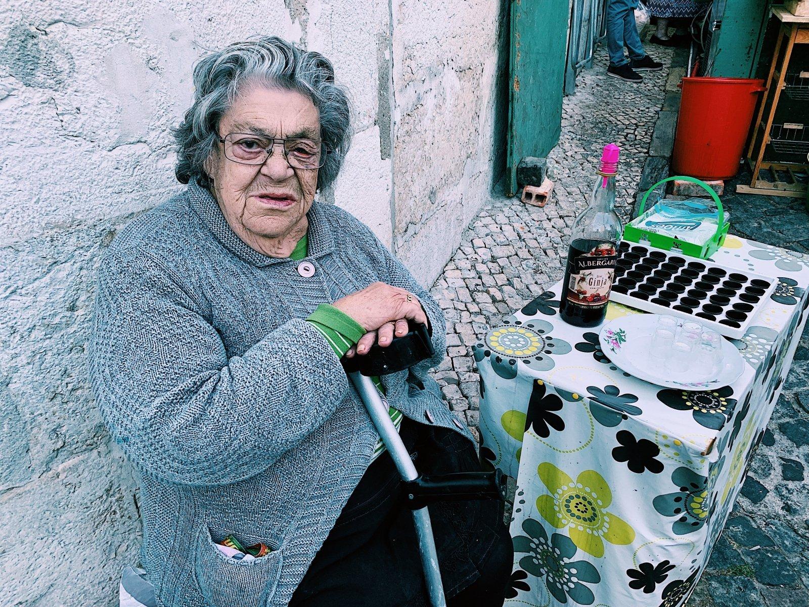 Uždarbis pensininkams internete