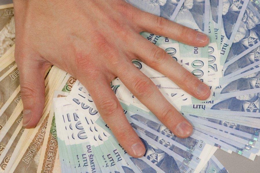Trečdalis lietuvių nežino, kad su turtu gali paveldėti ir skolas